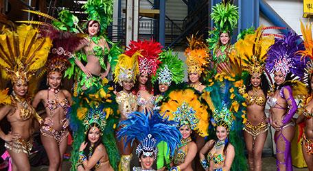 Rio de Janeiro carnaval parade met Braziliaanse danseressen