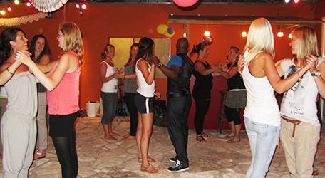 Salsa workshop op uw locatie? Uniek en super leuk om te doen!